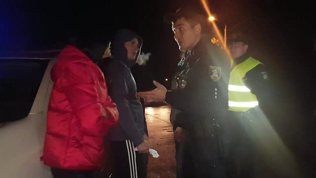 У Миколаєві напали на поліцейського: відео