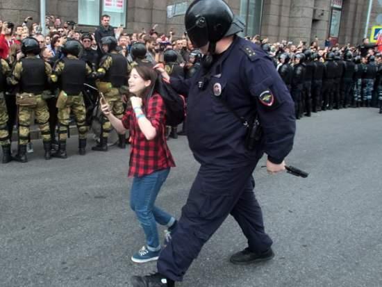 Несовершеннолетние на митинге в России, 9 сентября 2018