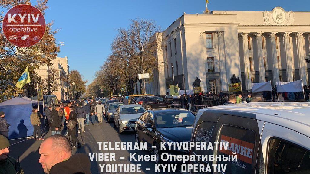Ожидается коллапс: владельцы авто на еврономерах заблокировали центр Киева