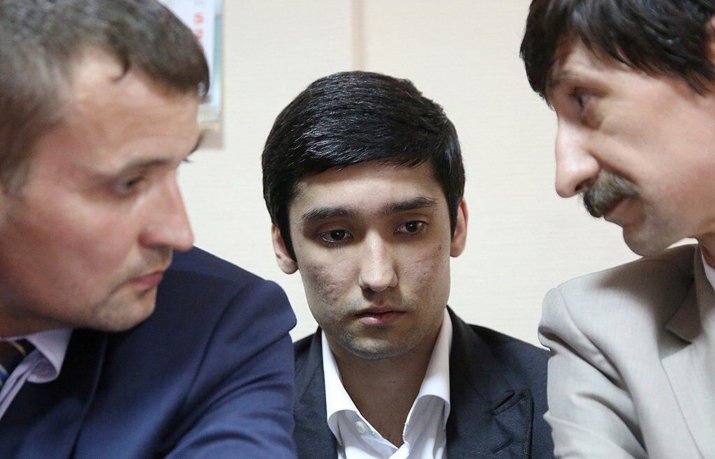 Руслан Шамсуаров (в центре)