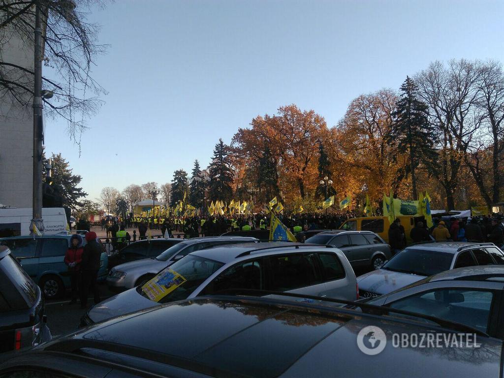 ''Ви — шакали!'' Водії авто на єврономерах влаштували новий бунт у центрі Києва