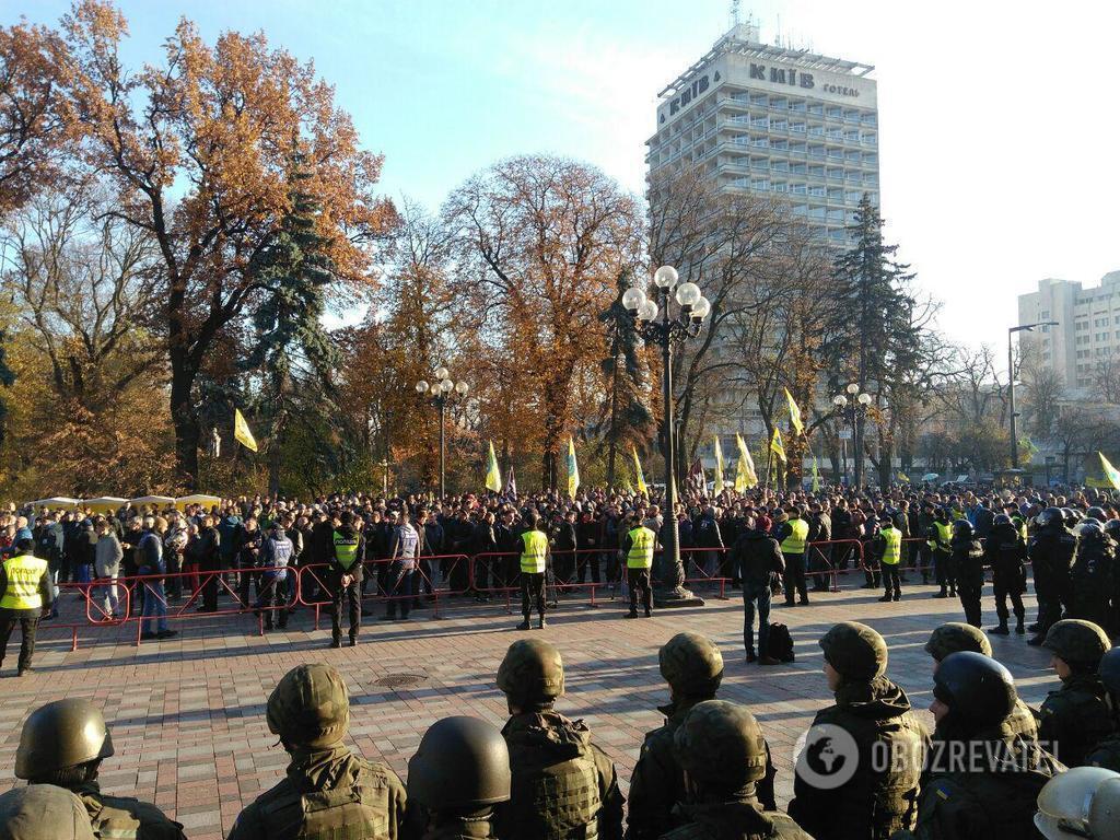 Протести біля Ради