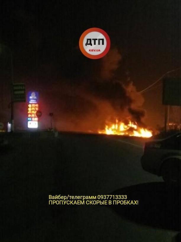 Под Киевом загорелаÑÑŒ заправка: фото и видео огненного ада