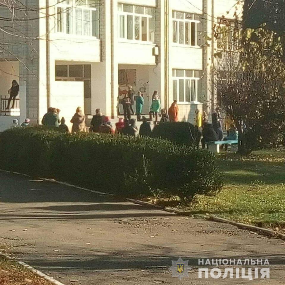 У школі під Києвом розпилили газ: є постраждалі