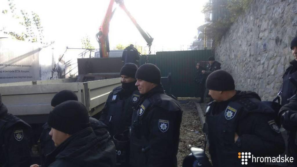 В центре Киева прогремели три взрыва: первые подробности