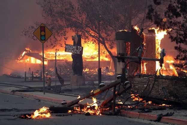 ''Ласкаво просимо у пекло!'' Каліфорнію спіткали масштабні пожежі: десятки тисяч втекли від вогню