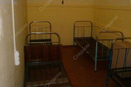 Отпускали только поесть и в туалет: в России в детском лагере устроили карцер