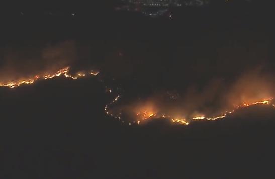 ''Добро пожаловать в ад!'' Калифорнию накрыли масштабные пожары: десятки тысяч сбежали от огня