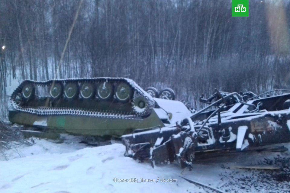 В России опрокинулся поезд с военной техникой