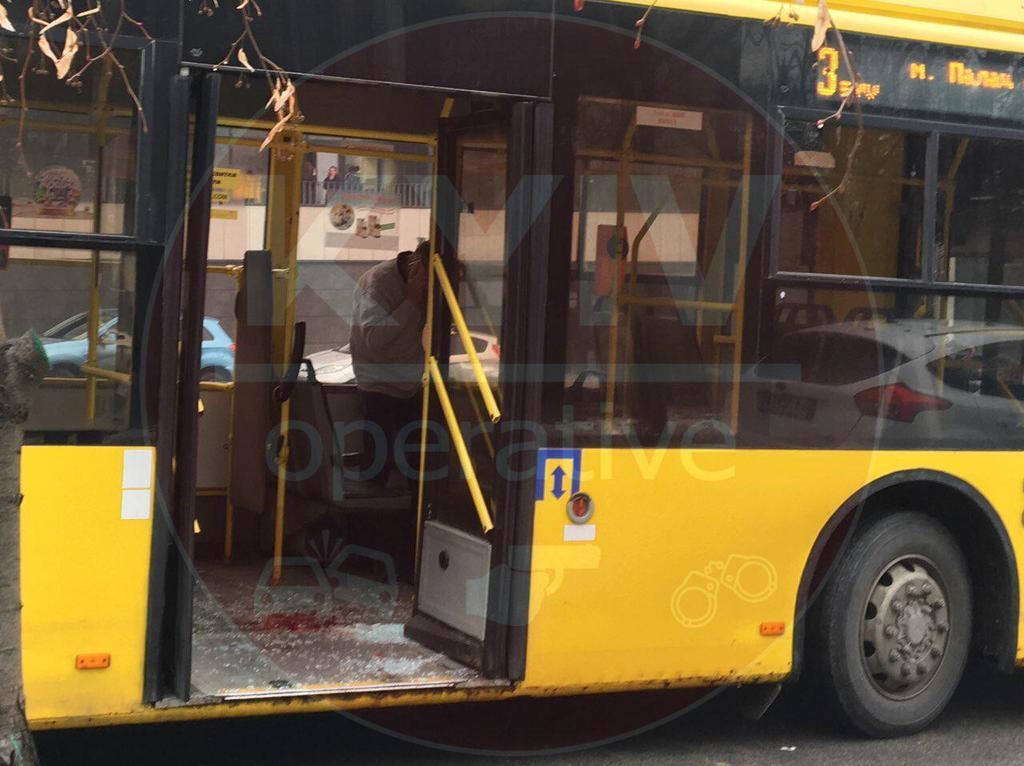 У Києві трапилася НП у тролейбусі з пасажирами: є постраждалі