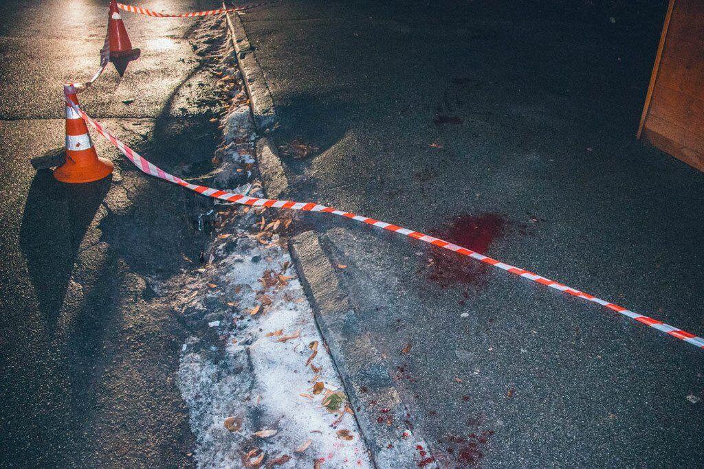 На асфальті залишилися сліди крові