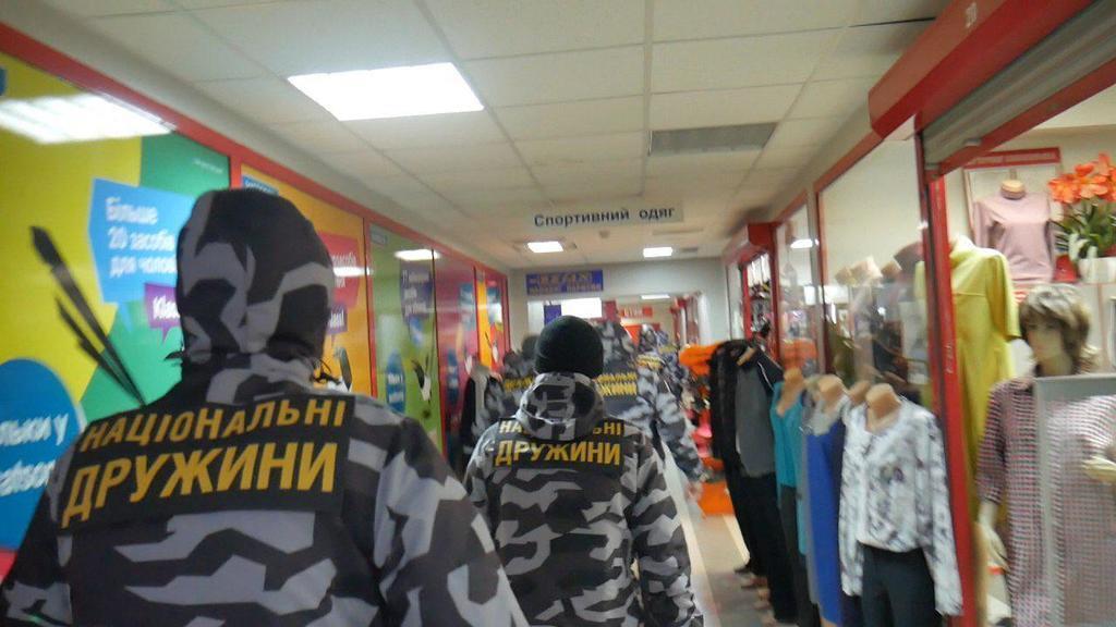 ''Рейдерське захоплення'' ТЦ у Києві: названо причину сутичок
