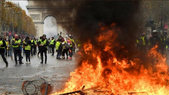 Протесты во Франции: Боровой назвал цель Путина