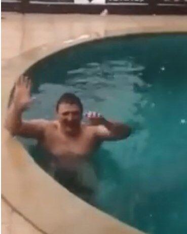 Відпочивати не заборониш: спливло голе відео з прикарпатським кандидатом. 18+