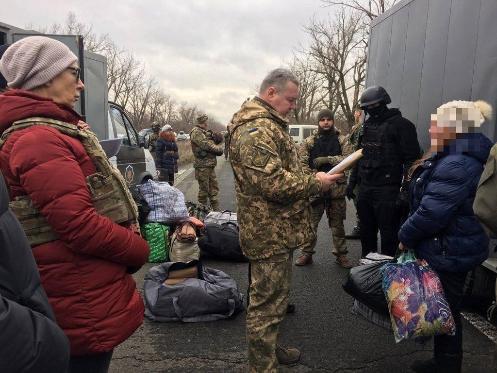 """""""Л/ДНР"""" передали Україні 13 засуджених"""