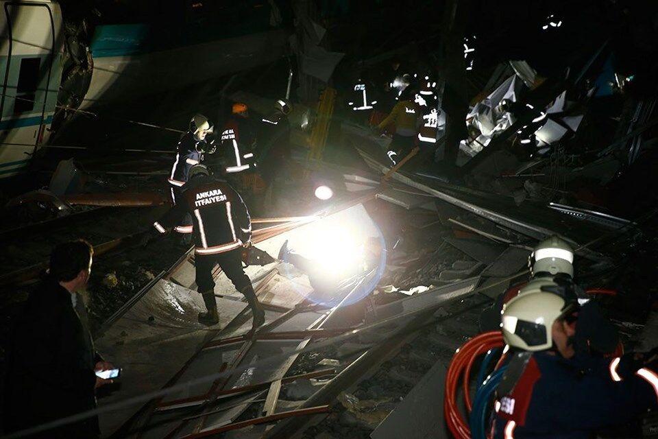 В Турции два пассажирских поезда столкнулись лоб в лоб: 7 жерт, десятки пострадавших
