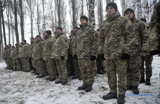 ''Ходим с оружием'': что происходит в воинских частях Украины