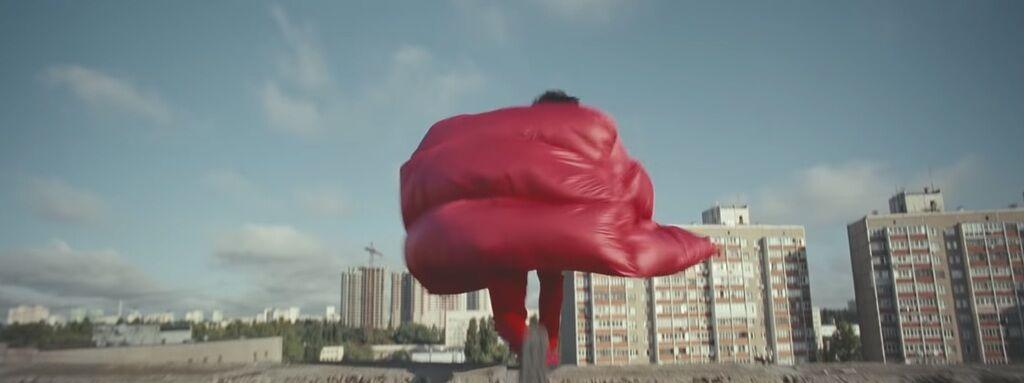 Популярний американський співак зняв епатажний кліп у Києві: відео
