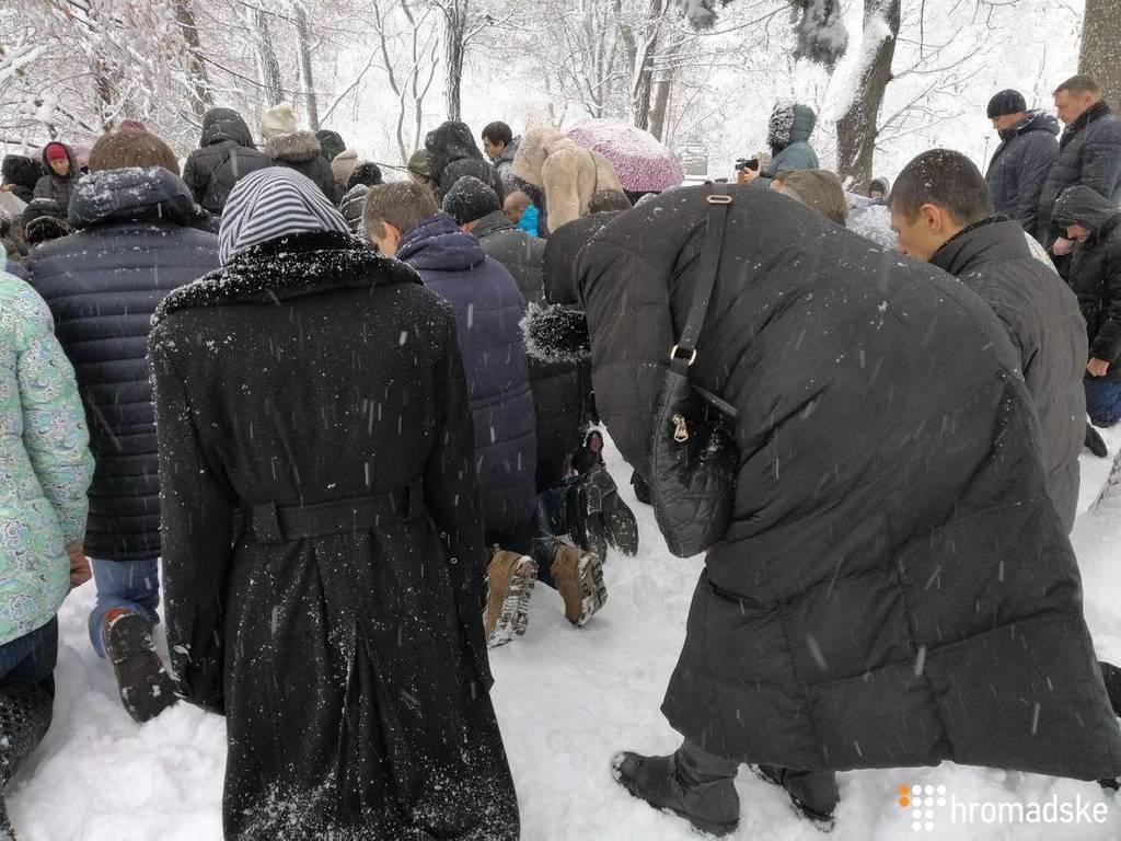 В Киеве сторонники УПЦ МП пришли под Раду: что происходит