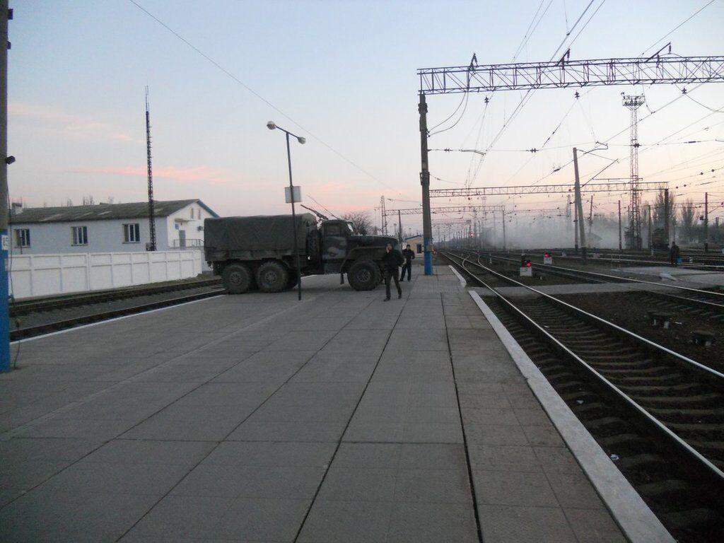 Порожній вокзал у Джанкої