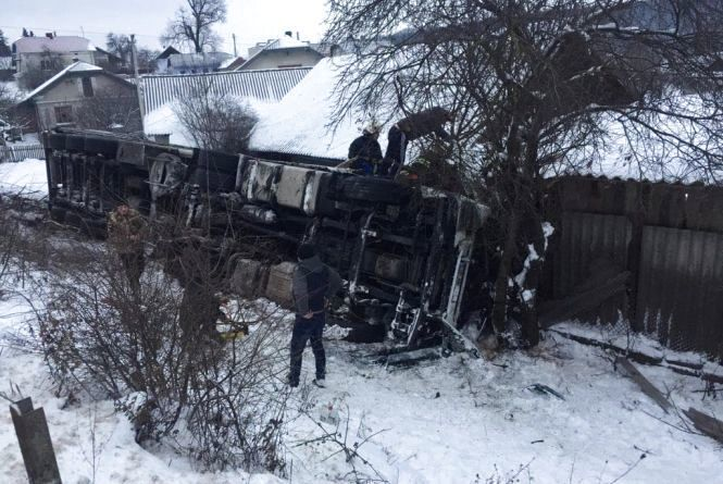 Влетіла в будинок: під Тернополем фура з іноземцями потрапила в смертельну ДТП