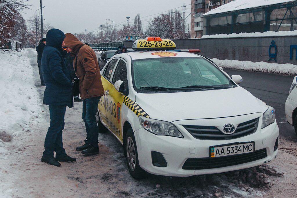 У Києві озброєний СБУшник викрав таксі
