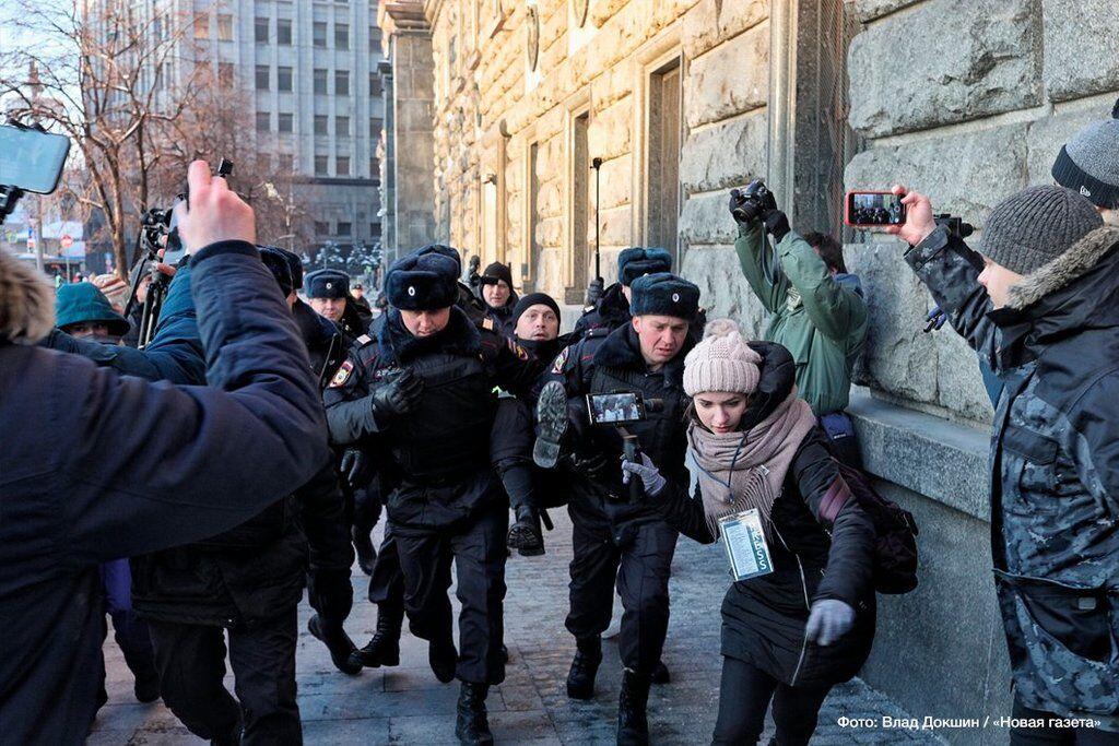 ''Путин, отпусти моряков!'' В Москве провели митинг в поддержку Украины