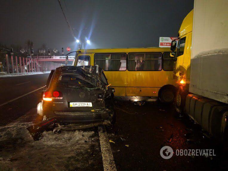 Аварія на регульованому перехресті траси Київ - Одеса 15 грудня. Зіткнулися сім авто