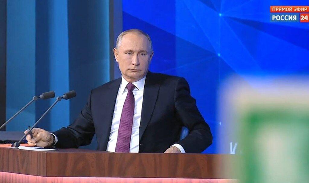 Володимир Путін дає прес-конференцію