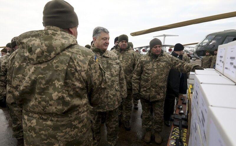 Петр Порошенко на церемонии передачи ВСУ вооружения
