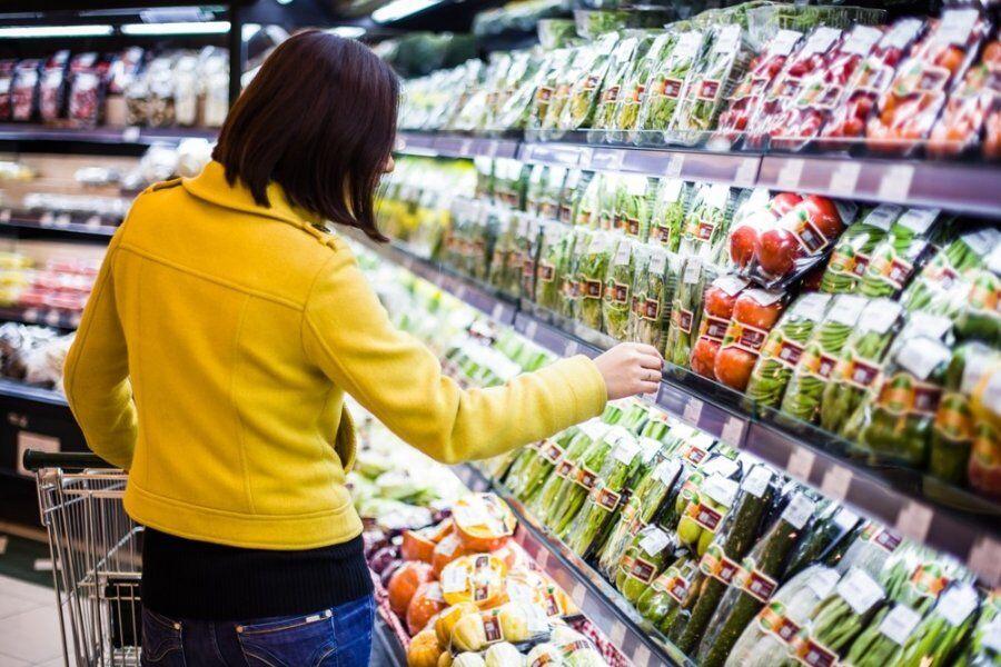 В Україні можуть ввести талони на їжу: чого чекати і в чому небезпека