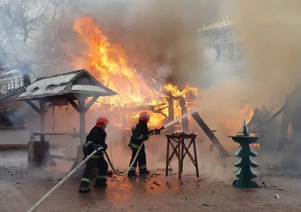 У Львові прогриміли вибухи на різдвяному ярмарку: є постраждалі