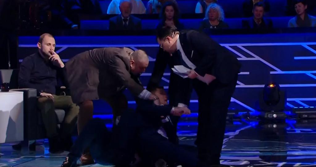 ''Уб'ю тебе, бл*дь!'' Нардеп влаштував жорстоку бійку в прямому ефірі: відео