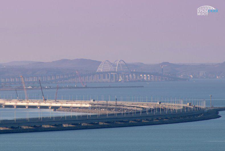 Окупанти вжили заходів для захисту Кримського мосту