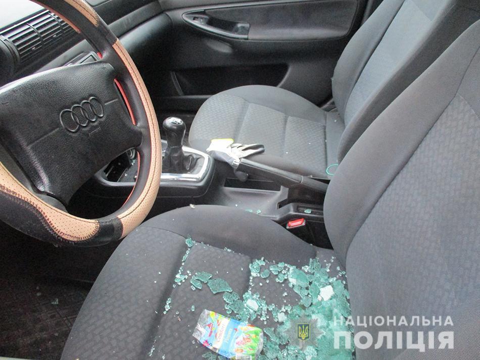 В Мелитополе на охраняемой стоянке обокрали Audi