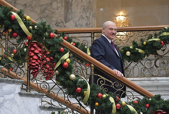 Лукашенко на новогоднем балу