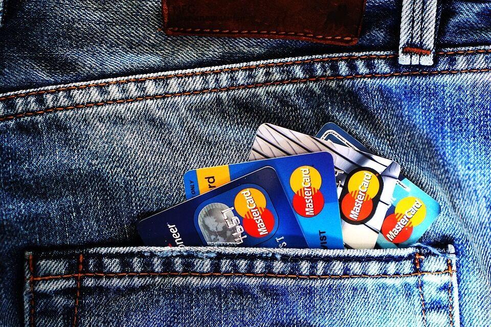 Проблеми у 26 банків: які можуть закритися та як не прогоріти українцям