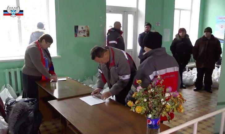 На Донкоксе зарплату выдали пакетами с продуктами