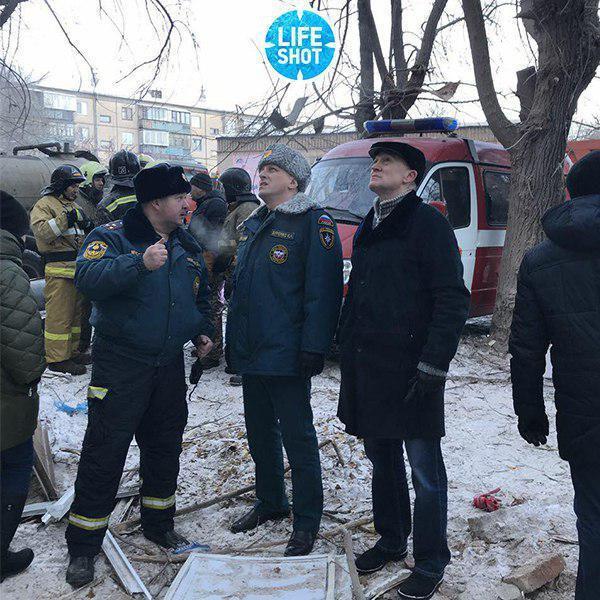 В российском Магниторске рухнул подъезд жилого дома: много жертв. Первые кадры