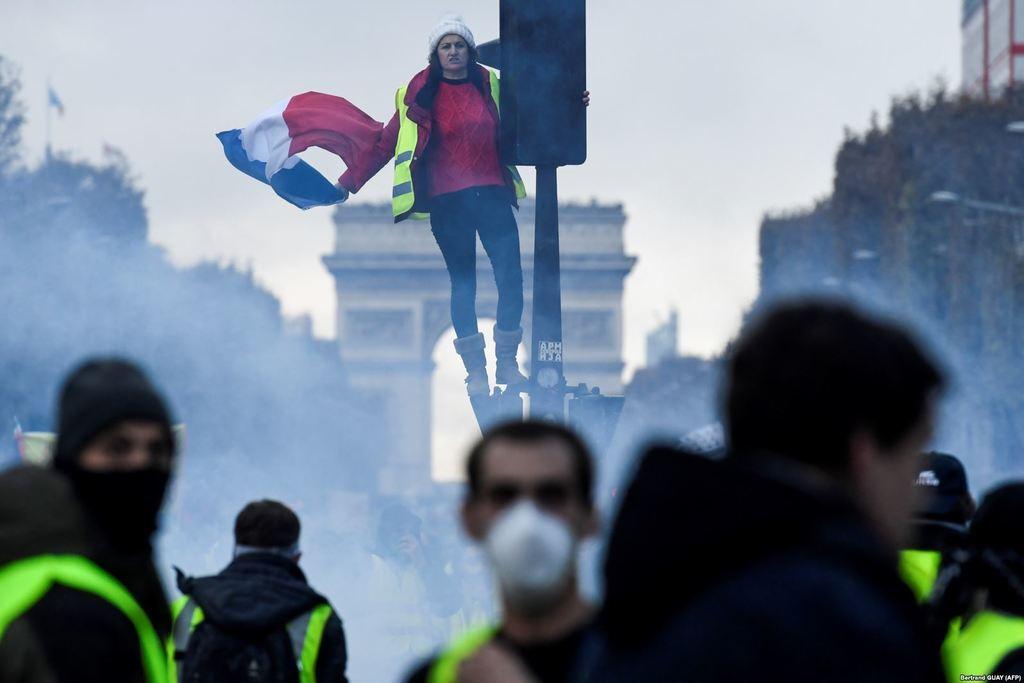 ''Почули смак крові'': що діється у Франції