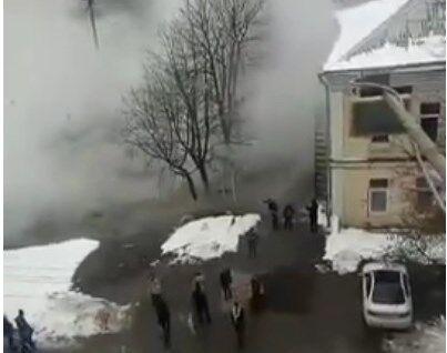 У Києві знову прорвало трубу з гарячою водою
