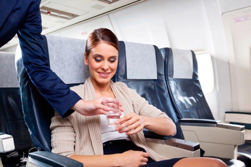 ''Все остается на дне'': эксперты рассказали ''грязную'' правду о воде в самолетах