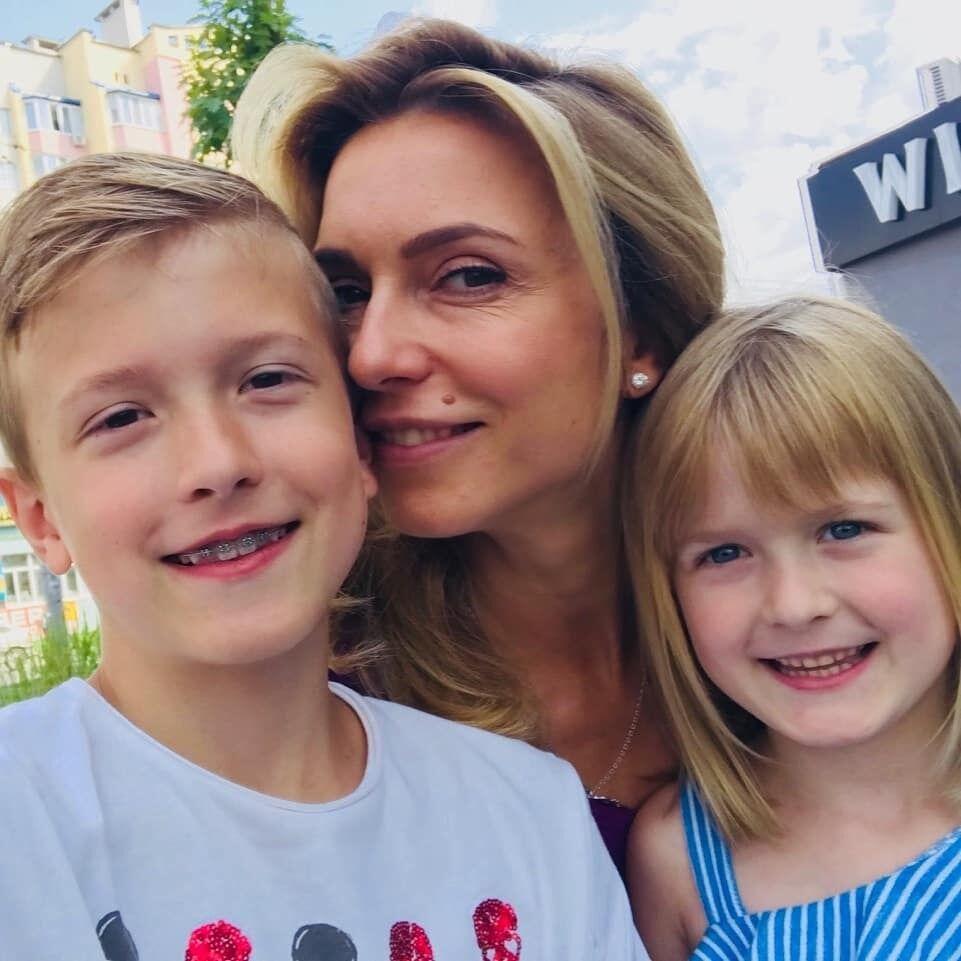 Марина Узєлкова з дітьми
