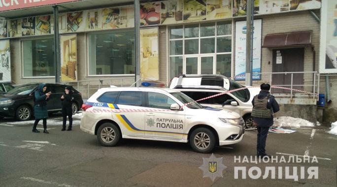 У Києві зі стрільбою пограбували водія авто