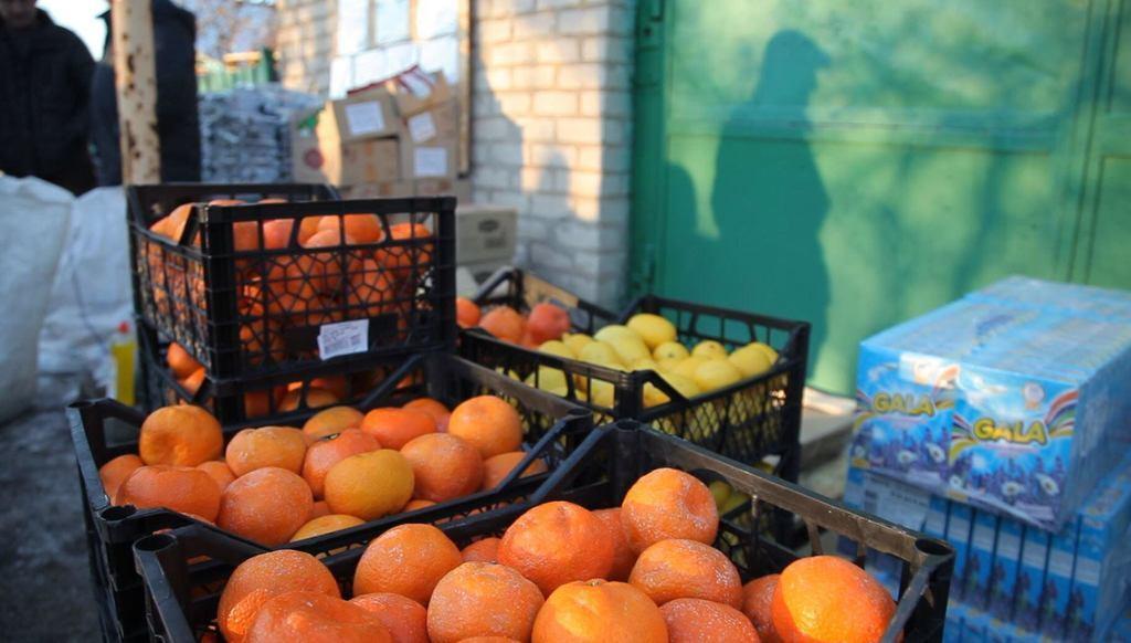 """Фонд """"Возрождение"""" обеспечил продуктами прифронтовой поселок на Донбассе"""