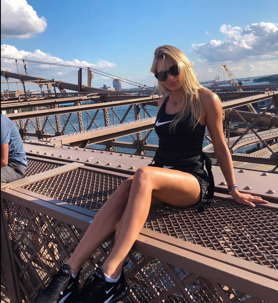 Ястремська похвалилася еротичним фото