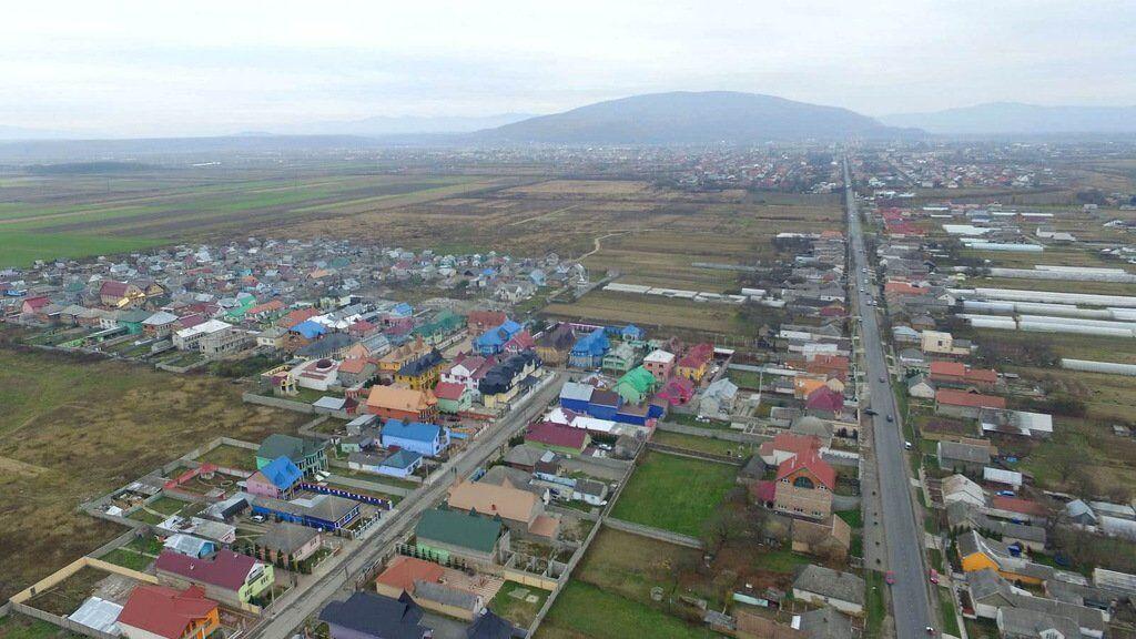 Московские доллары и тоска по Януковичу: как живут ромы-миллионеры на Закарпатье