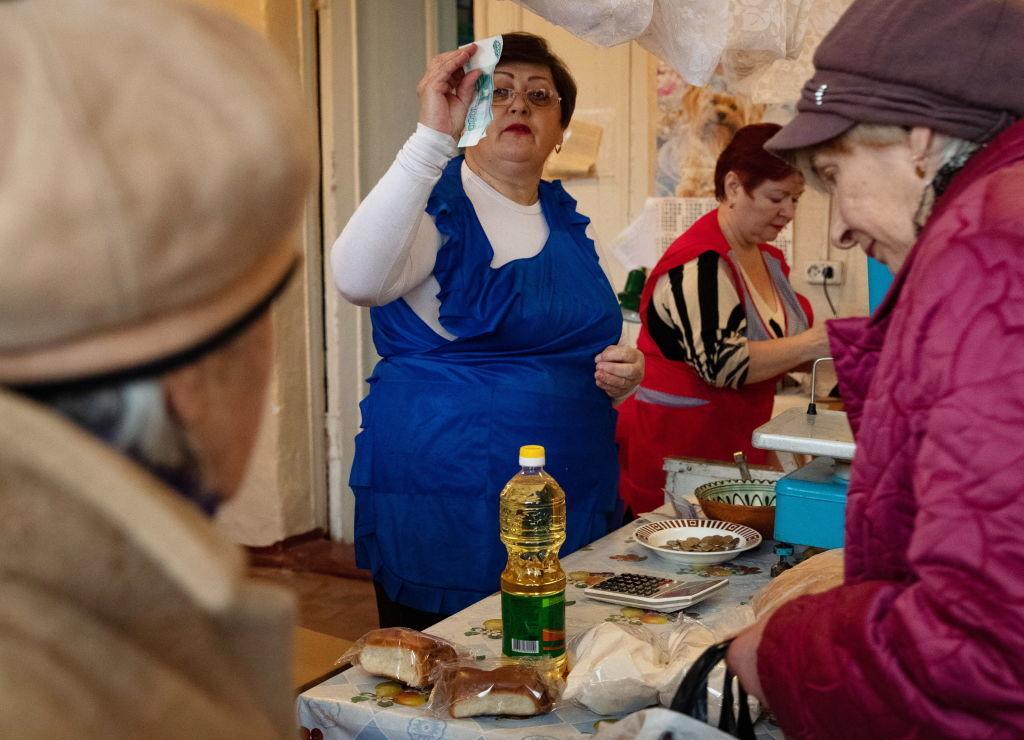 Кроме тараканов, вшей и бомжоты, на Донбасс пришли и московские цены — Олена Степова