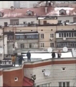 Під Києвом школярка намагалася накласти на себе руки: опубліковане відео