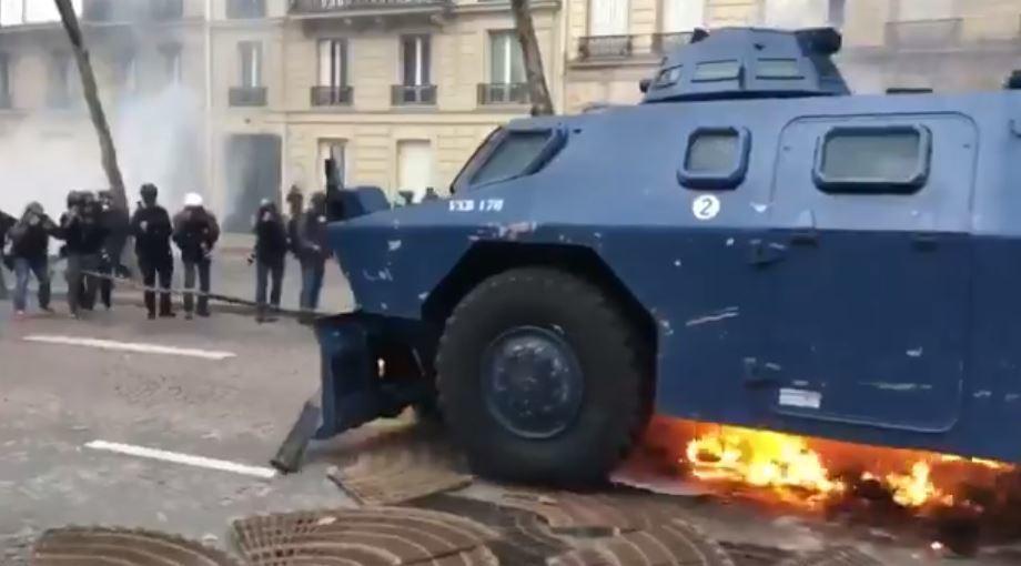 Протести у Парижі